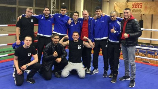 Julian Nelke (hinten von links), Coach Alan Kantimirov, Darian Drini, Ali Hammouda, Coach Thomas Meyer, Minhajuddin Wahaj, Mohammad Al-Zein, und Can Arabaci (vorne von links), Laurin Simeoli, Scheikmus Al-Zein und Patryk Sypowicz waren in Berlin dabei.